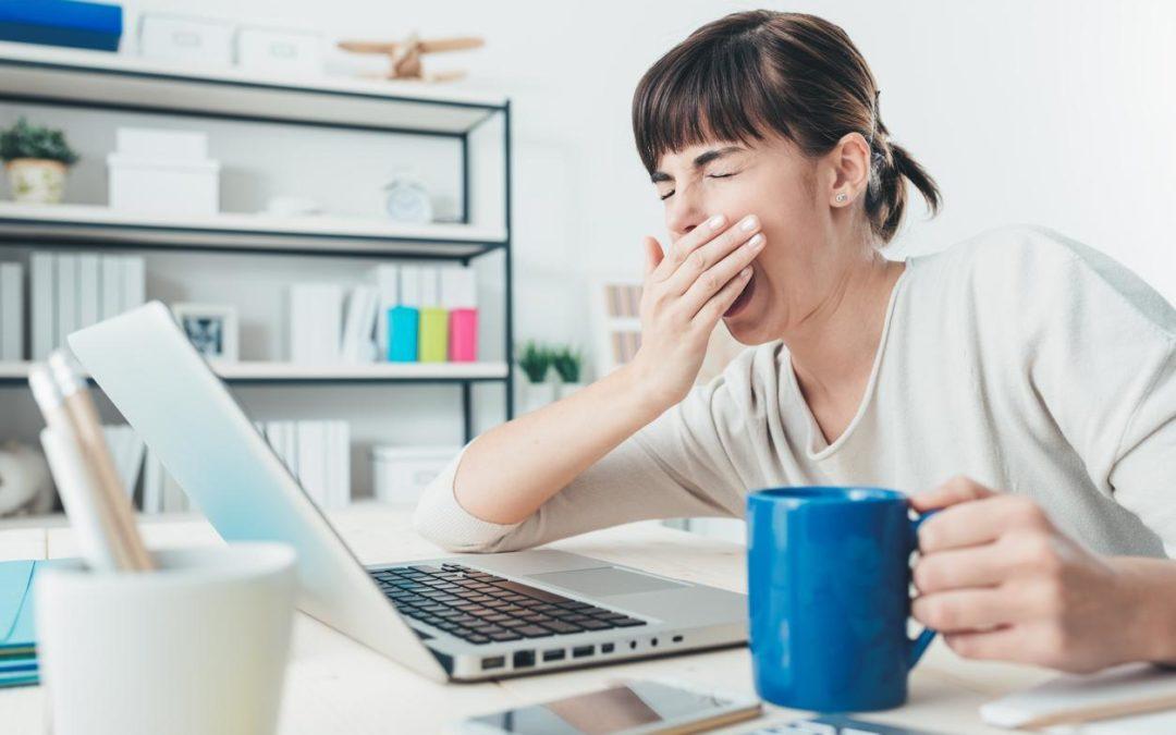 Lidé by měli být ke spánku motivovánivládou i zaměstnavateli
