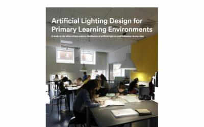 Studie prokazující vliv osvětlení na snížení hlučnosti, vyrušování a zvýšení kognitivního výkonu studentů v dánských základních školách.